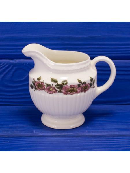 Молочник от Wedgwood, of Etruria & Barlaston lизайн Briar Rose
