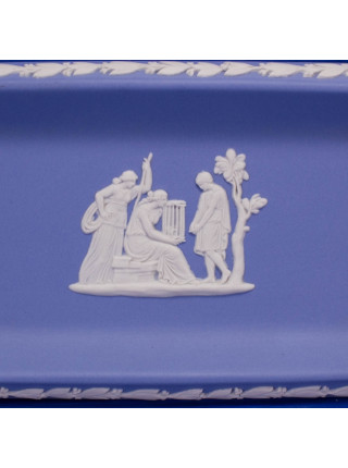 Коллекционная прямоугольная тарелка серии редких предметов из бисквитного фарфора нежно-голубого бисквита от Wedgwood