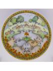 Коллекция фарфоровых тарелок от Franklin Porcelain с днями недели, иллюстрирующая детскую считалочку