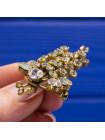 Брошь с искристыми кристаллами