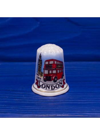 Коллекционный наперсток из костяного фарфора с изображением одних из главных символов Лондона - Биг Бена и двухэтажного автобуса