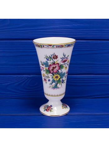 Фарфоровая ваза с нарядным рисунком дизайна Ming Rose от Coalport