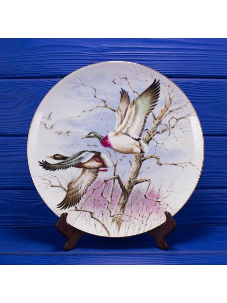 Большая и очень красивая фарфоровая тарелка из Японии с изображением летящих гусей от Saji