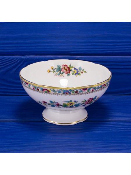 Фарфоровая чаша на ножке с нарядным рисунком дизайна Ming Rose от Coalport
