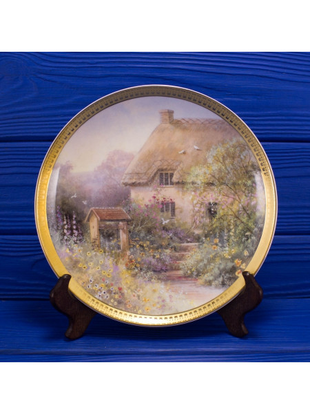 Тарелка Royal Doulton MA2533 Cottage at Wishing Well Lane