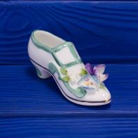 Туфелька с объемными цветами от Royal Stratford