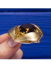 Потрясающая брошь на кружевной основе с крупным кристаллом оттенка коньячного бриллианта