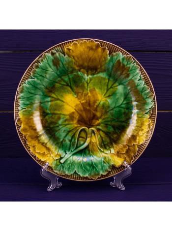 Антикварная тарелка Wedgwood с зелеными листами